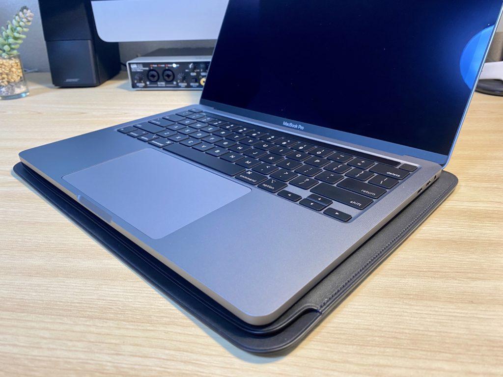 MacBookの下敷きに